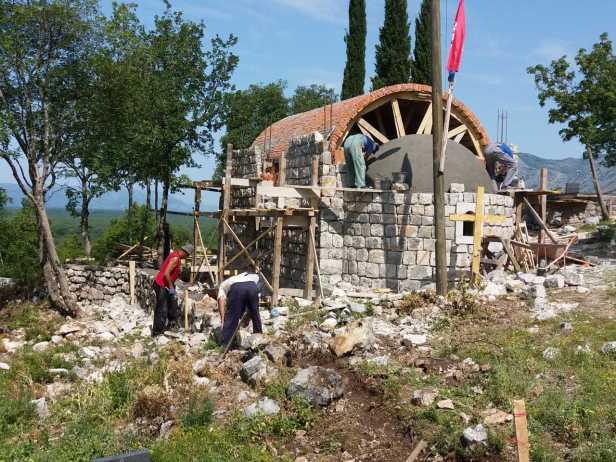 Izgradnja crkve u Kočelima (1).jpg